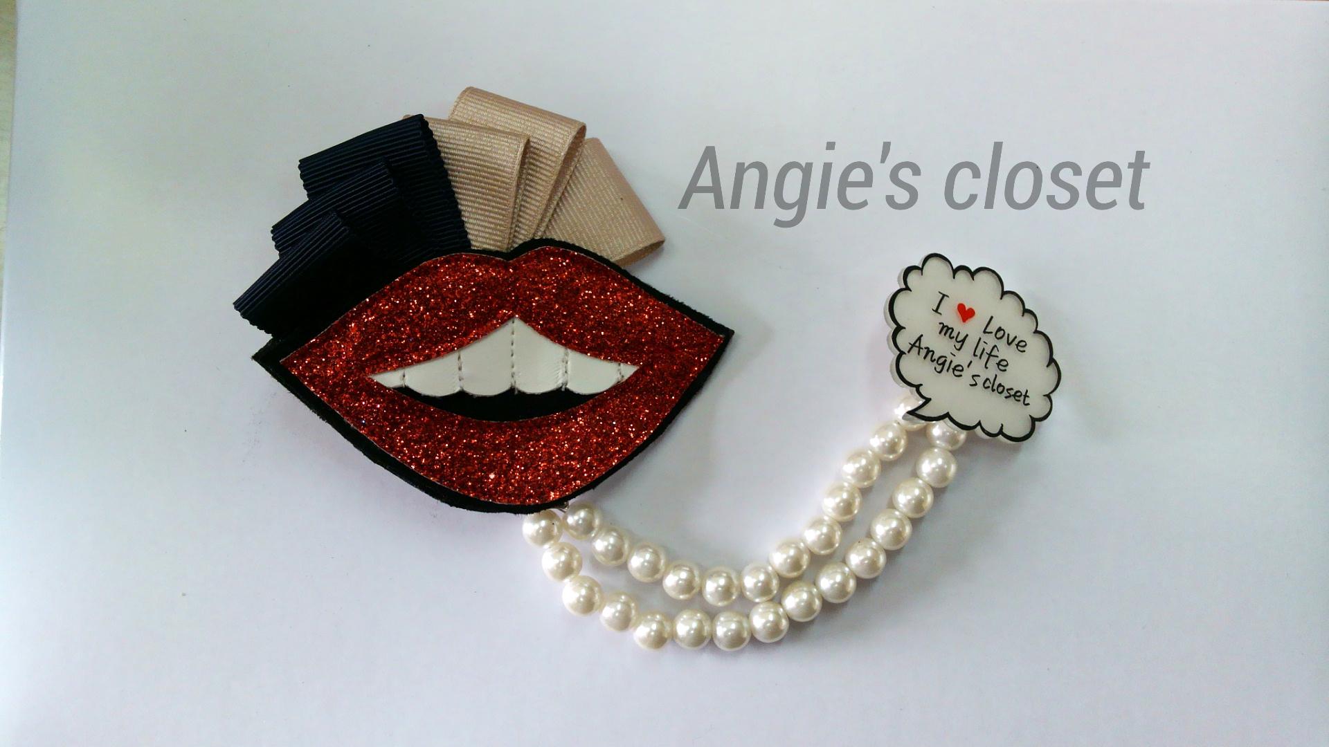lip brooch